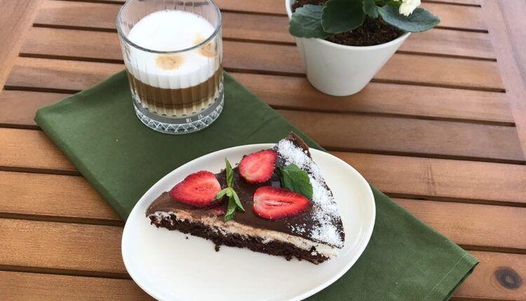Çikolatalı Hindistan Cevizli Pasta Yapılışı